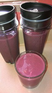 berries spinach and cottage cheese smoothies